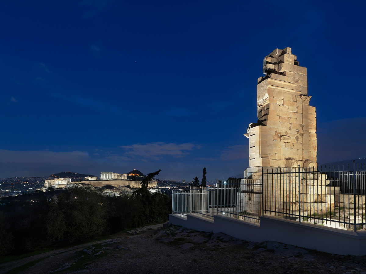 Mνημείο Φιλοπάππου  Νέος φωτισμός στον ναό του Ηφαίστου και στο μνημείο Φιλοπάππου FILOPPAPOU    Studio On Stelios Tzetzias pB