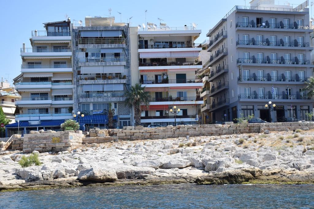 Πειραιάς: Αναδεικνύεται το Θεμιστόκλειο Τείχος Πειραιάς Πειραιάς: Αναδεικνύεται το Θεμιστόκλειο Τείχος                               69