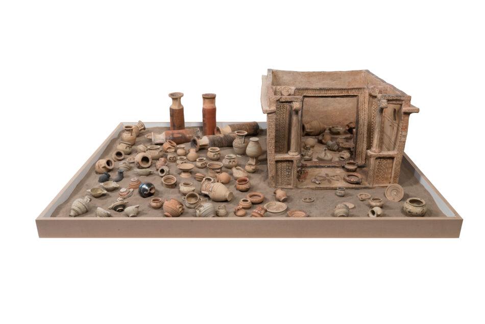 Ομοίωμα-οικίσκου-Αρχιδίκας-(μέσα-6ου-αι.-π.Χ.) Αρχαιολογικό Μουσείο Θήρας Αρχαιολογικό Μουσείο Θήρας: Ξεκινά ο εκσυγχρονισμός του                                                             6