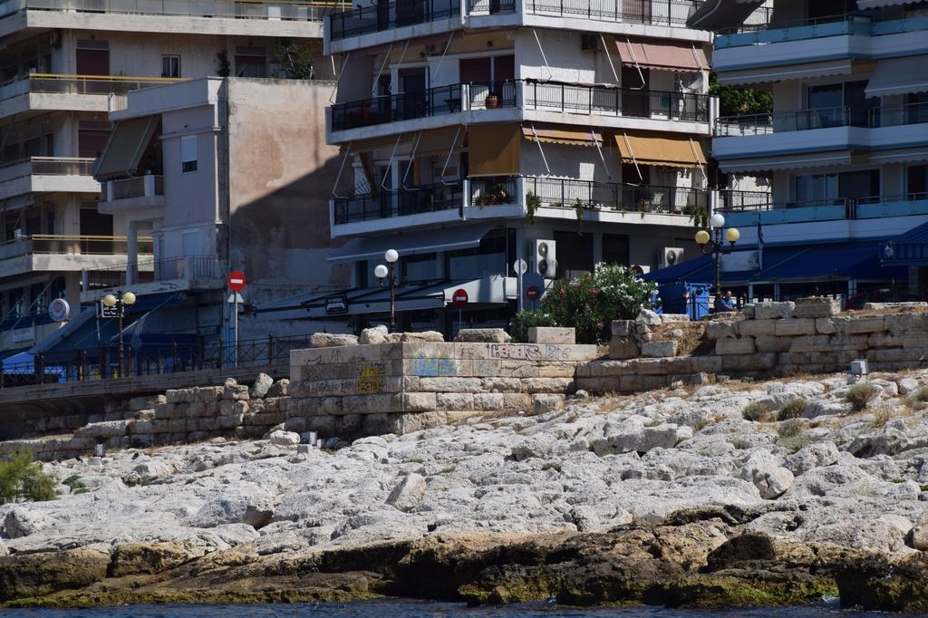 Πειραιάς Πειραιάς: Αναδεικνύεται το Θεμιστόκλειο Τείχος                               66