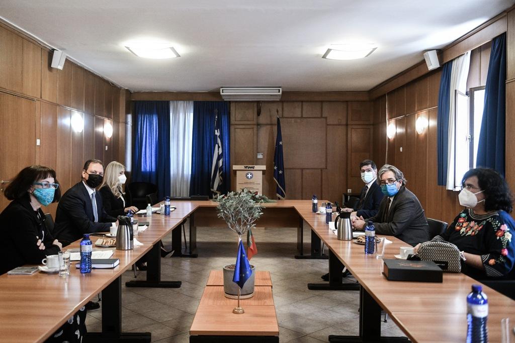 Συνεργασία Ελλάδας-Πορτογαλίας στις ιχυθοκαλλιέργειες  Συνεργασία Ελλάδας-Πορτογαλίας στις ιχυθοκαλλιέργειες                                                 2