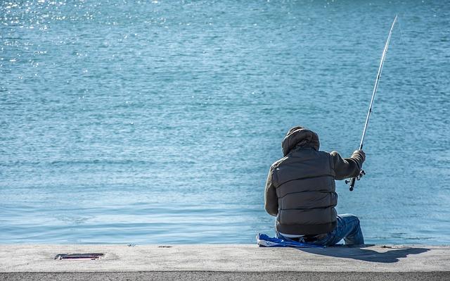 Ερασιτεχνική αλιεία  Σε διαβούλευση το Π/Δ «Ερασιτεχνική και Αθλητική Αλιεία» fisherman 2200559 640