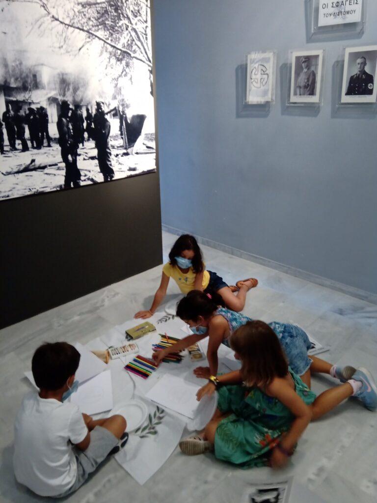 Δίστομο Δίστομο: Το Μουσείο Θυμάτων Ναζισμού με τα χρώματα των παιδιών mouseio1 768x1024