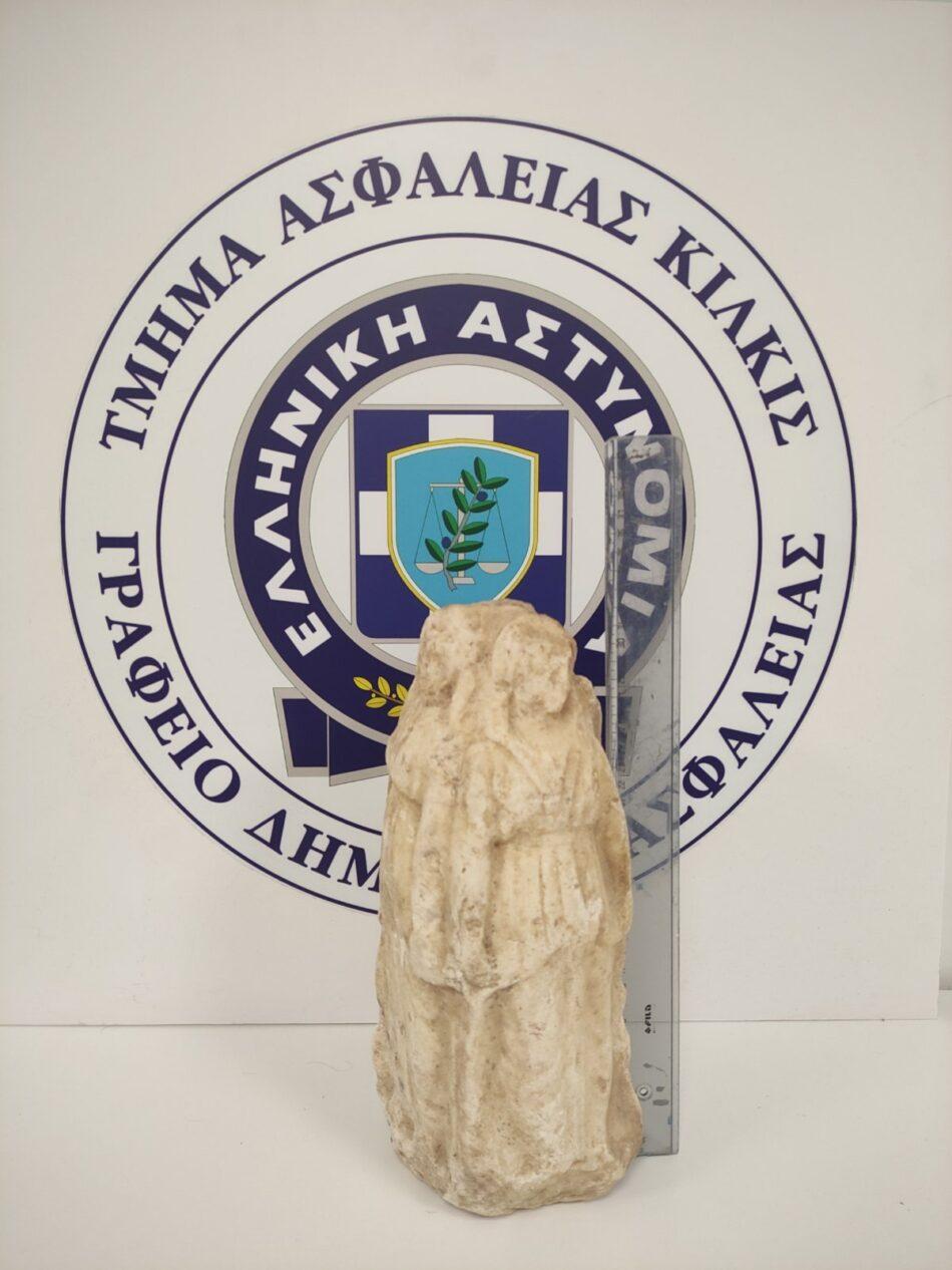 Συνελήφθησαν 3 άτομα για απόπειρα πώλησης αρχαίου αγαλματιδίου  Συνελήφθησαν 3 άτομα για απόπειρα πώλησης αρχαίου αγαλματιδίου                          3                                                                                           950x1266