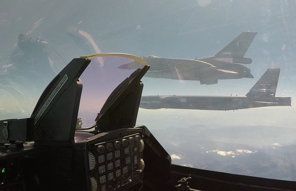 Συμμετοχή της ΠΑ σε Αποστολή Συνοδείας Αμερικανικού Αεροσκάφους B-52                     52 2