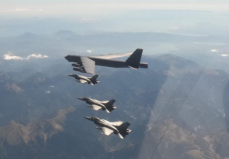 Συμμετοχή της ΠΑ σε Αποστολή Συνοδείας Αμερικανικού Αεροσκάφους B-52                     52 3