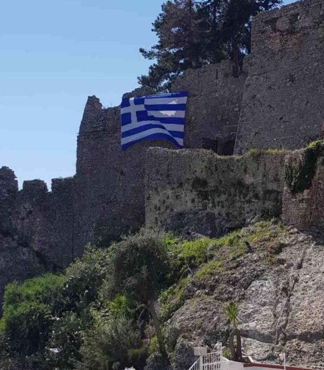 Εξιχνιάστηκε η καταστροφής Ελληνικής σημαίας στο Ενετικό Κάστρο Πάργας  Εξιχνιάστηκε η καταστροφής Ελληνικής σημαίας στο Ενετικό Κάστρο Πάργας                        1