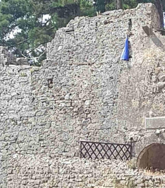Εξιχνιάστηκε η καταστροφής Ελληνικής σημαίας στο Ενετικό Κάστρο Πάργας  Εξιχνιάστηκε η καταστροφής Ελληνικής σημαίας στο Ενετικό Κάστρο Πάργας                        2
