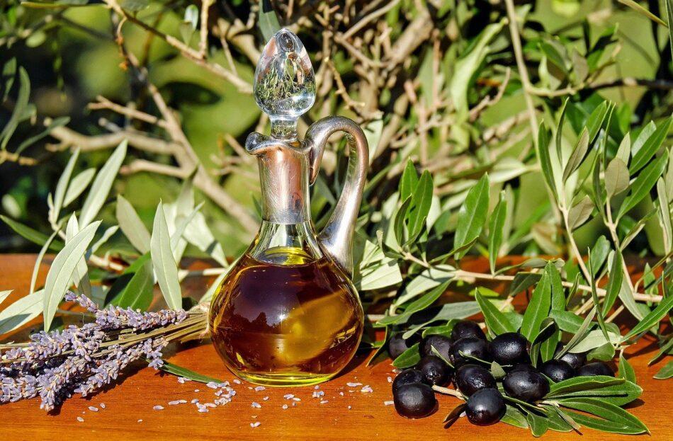 Ελαιόλαδο  Σπήλιος Λιβανός: Το λάδι είναι ο «χρυσός» της ελληνικής γης olive oil 1596417 1280 950x623