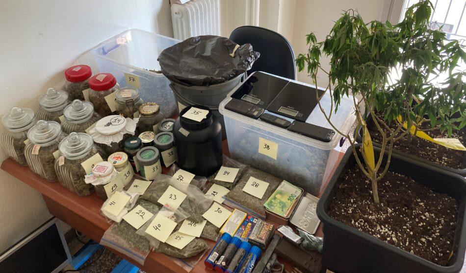Συλλήψεις για παραβάσεις του νόμου περί εξαρτησιογόνων ουσιών, όπλων, φωτοβολίδων και πυροτεχνημάτων  Συλλήψεις για παραβάσεις του νόμου περί εξαρτησιογόνων ουσιών, όπλων, φωτοβολίδων και πυροτεχνημάτων                                                                                                                                                                                           950x558
