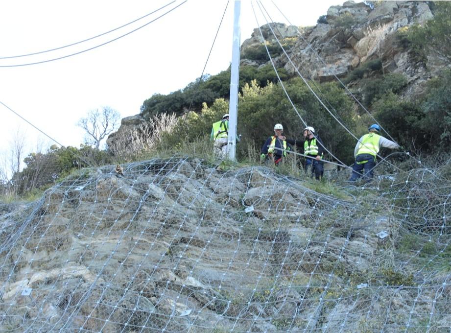 Φράχτης προστασίας από βραχοπτώσεις στο δρόμο Λάρισας-Σπηλιάς  Φράχτης προστασίας από βραχοπτώσεις στο δρόμο Λάρισας-Σπηλιάς