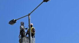 Ηλεκτροφωτισμός  Νέες κολώνες ηλεκτροφωτισμού στη Λεωφόρο Αλκυονίδων-Αθήνας ilektrofotismos 275x150