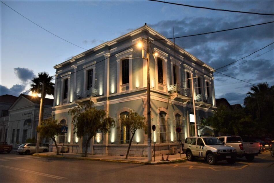 Φωταγωγήθηκε το κτήριο που στεγάζει το Κεντρικό Λιμεναρχείο Καλαμάτας                                                                                                                                    950x633