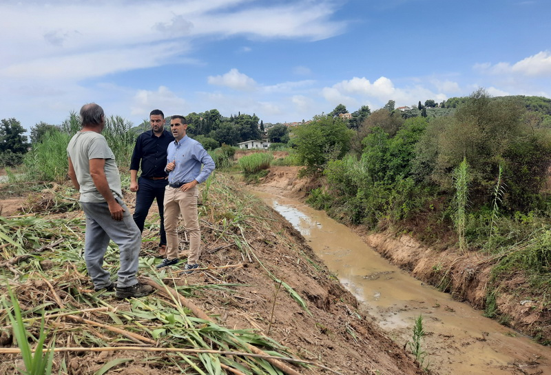 Σύσκεψη για έργα αντιπλημμυρικής προστασίας κι αυτοψία στον Ενιπέα 16070 02