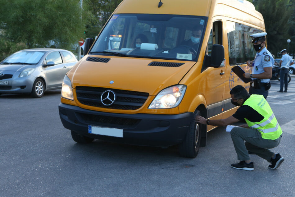 Έλεγχοι μικτών κλιμακίων Περιφέρειας Αττικής και Τροχαίας σε σχολικά λεωφορεία IMGL7084 950x634