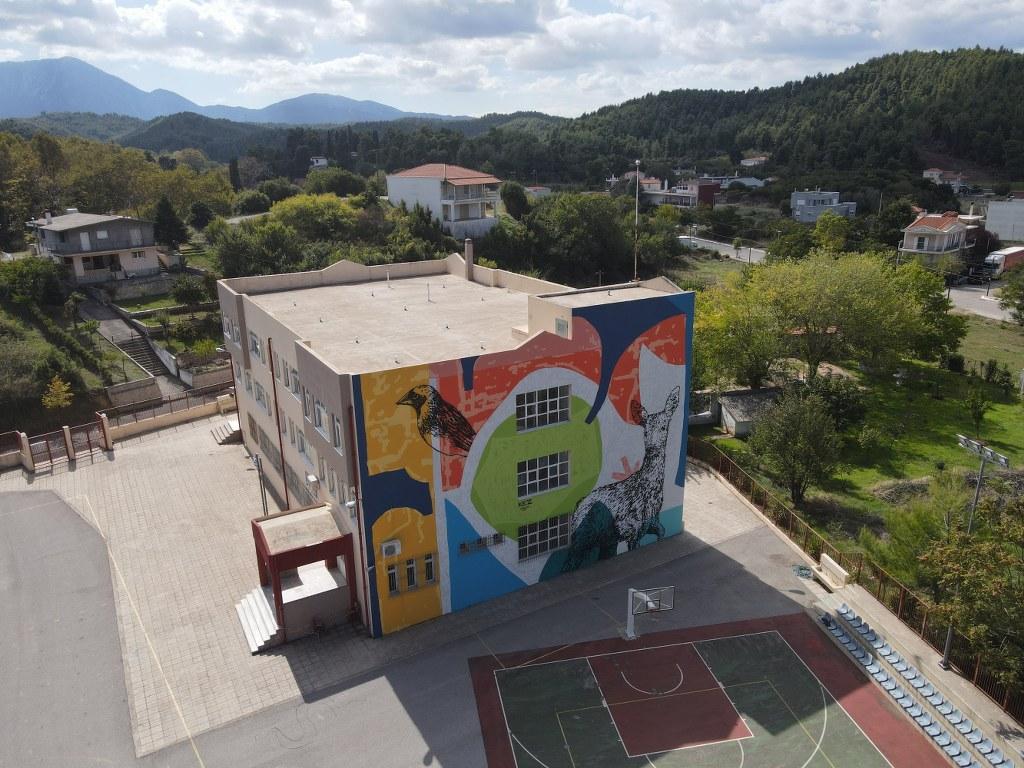 Mεγάλη τοιχογραφία στο δημοτικό σχολείο Μαντουδίου DJI 0395 1024x768